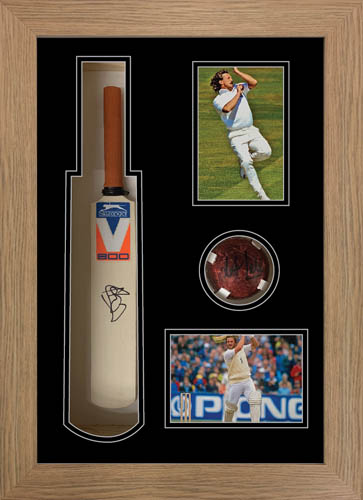Cricket Mini Bat Display Case Frame with photo and ball